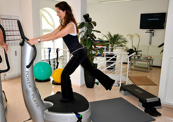 vibrationstraining auf der power plate in berlin mit. Black Bedroom Furniture Sets. Home Design Ideas